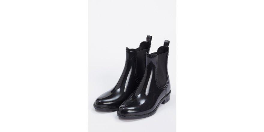 DeFacto, 2020 sezonunda, çanta ve ayakkabı modellerini moda severlerle buluşturuyor