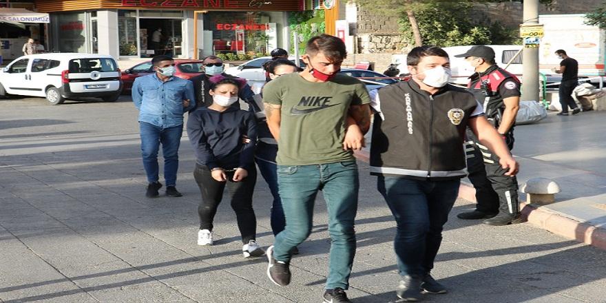 """Kahramanmaraş'ta gasptan tutuklanan zanlı: """"Boydan çek yakışıklı olsun, bizimkisi bir aşk hikayesi"""""""