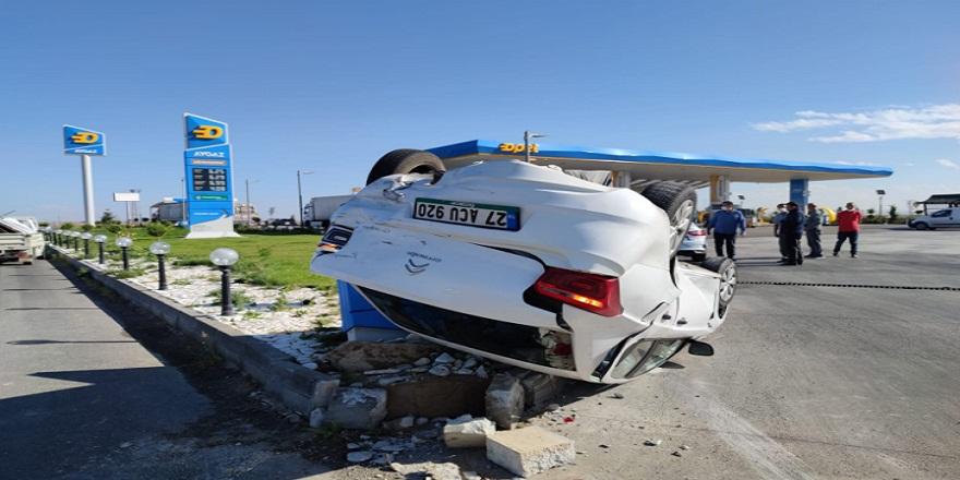 Konya Karapınar'da kamyonetle çarpışan otomobil takla attı