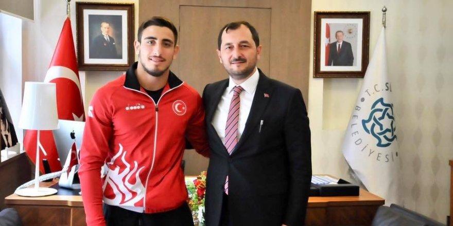 Başkan Cüneyt Yüksel, judo sporcusu Muhammet Mustafa Koç'u makamında ağırladı