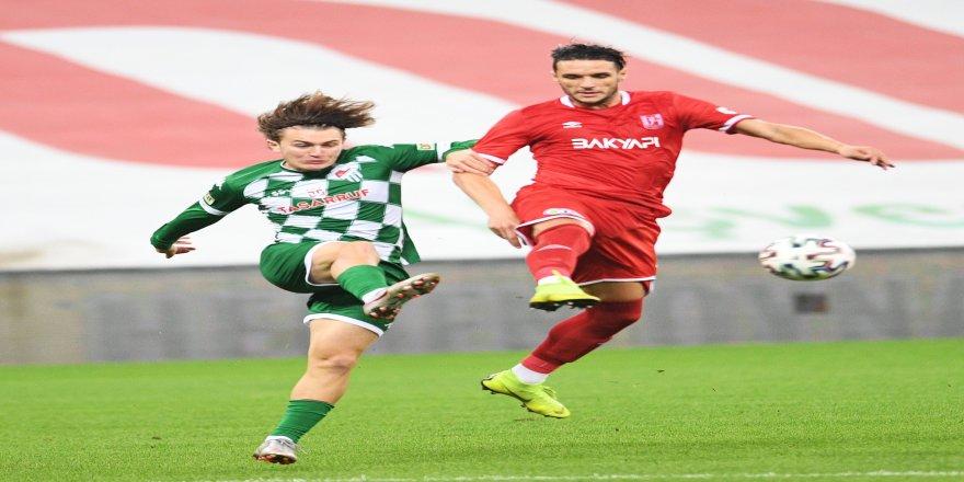 TFF 1. Lig'in köklü kulüplerinden Bursaspor'u iki genç futbolcu sırtlıyor