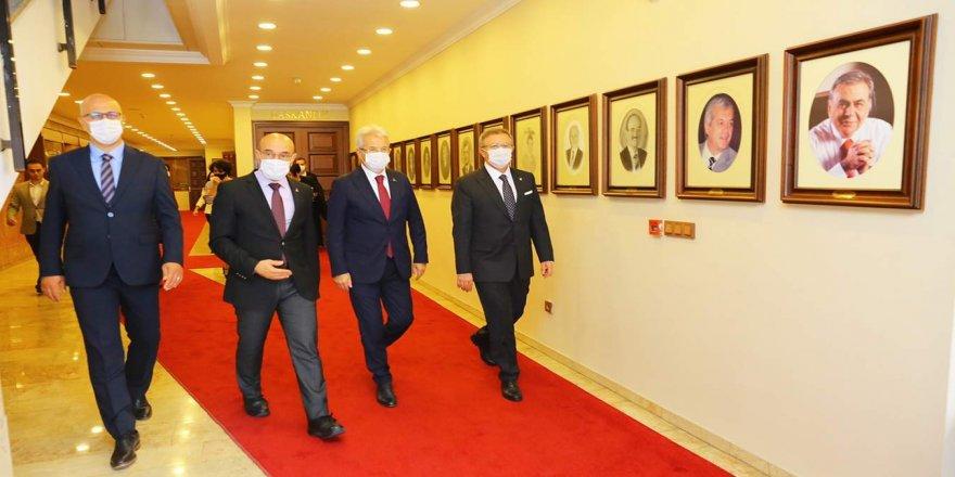 Nilüfer Belediye Başkanı Turgay Erdem,  Belediye Başkanı Tunç Soyer'i ziyaret etti