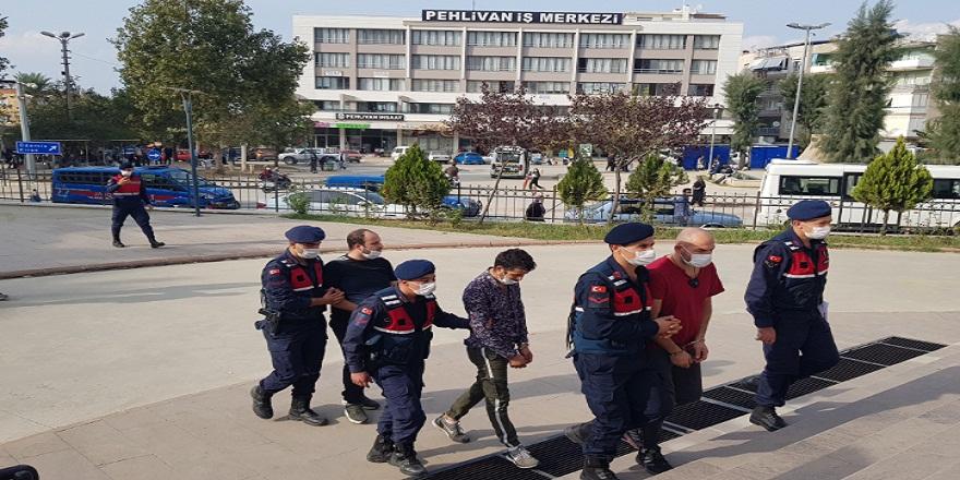 İzmir'de üzerlerinden 1000 adet uyuşturucu hap çıkan 4 kişi tutuklandı