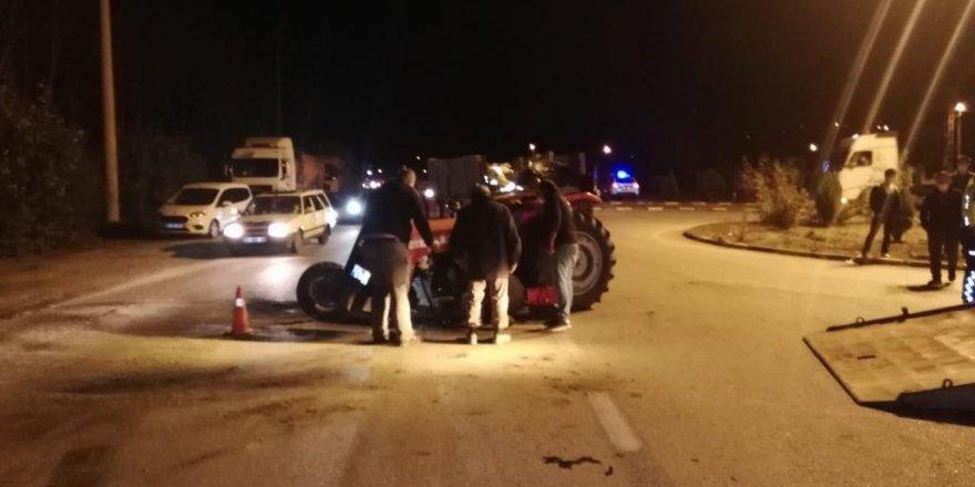 Karabük'te traktör ve araba çarpıştı