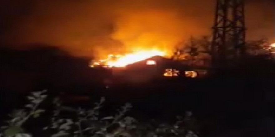 Zonguldak'ın Devrek ilçesinde bir evin çatı katı alev alev yandı