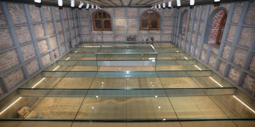 Belediye binasında, Roma dönemine ait dev mozaik bulundu