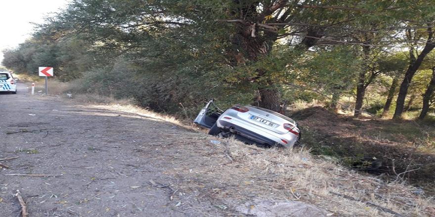 Adıyaman'ın Gölbaşı ilçesinde kontrolden çıkan otomobil şarampole yuvarlandı