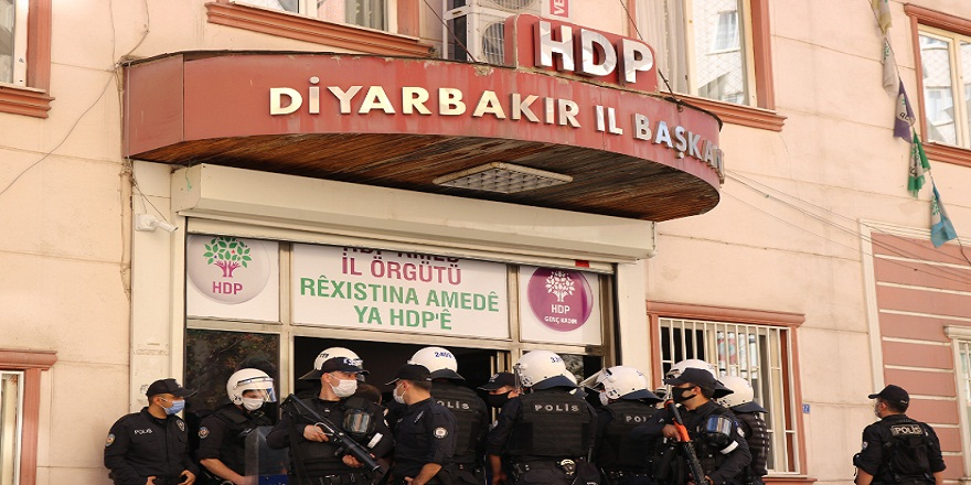 Diyarbakır polisinden HDP Diyarbakır İl Başkanlığına baskın!