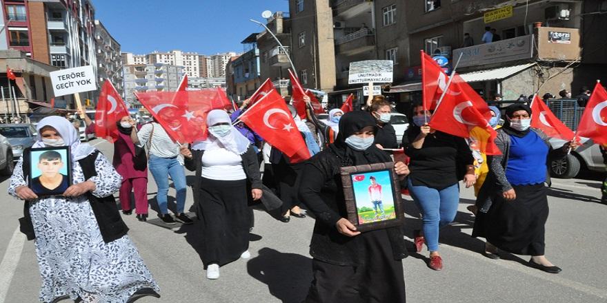 Şırnak'lı anneler ''Kahrolsun PKK'' slagonu ile HDP binasını inletti!