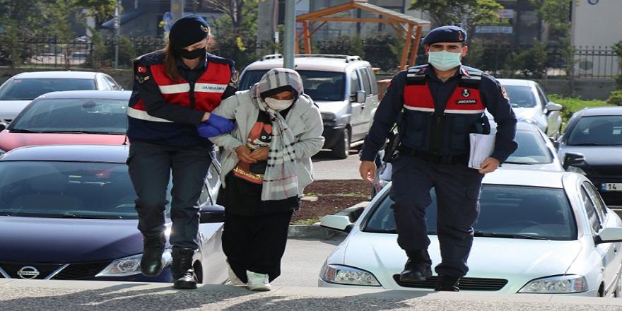 Bolu'da dinlenme tesisinin tuvaletinde doğurduğu bebeğini çöpe atarak ölüme terke eden cani anne hakim karşısında...