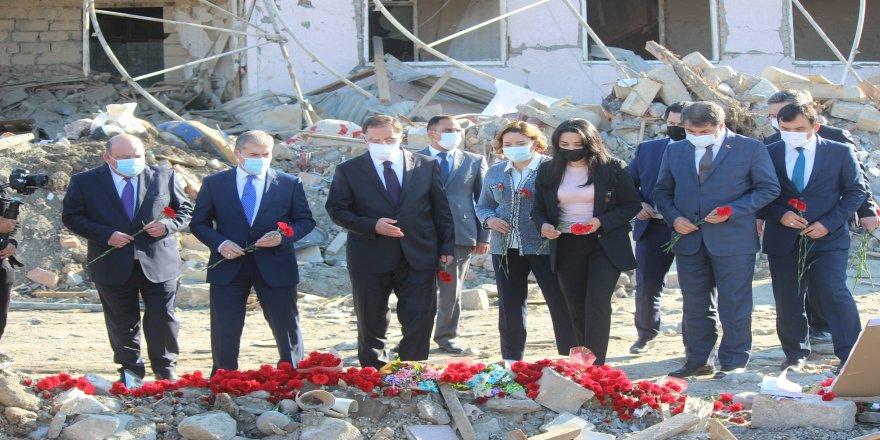 55 kişinin yaralandığı Azerbaycan'ın Gence kentini, Kamu Başdenetçisi Şeref Malkoç, ziyaret etti