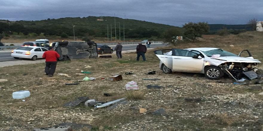 Edirne Keşan'da aynı yönde seyreden iki otomobil çarpıştı