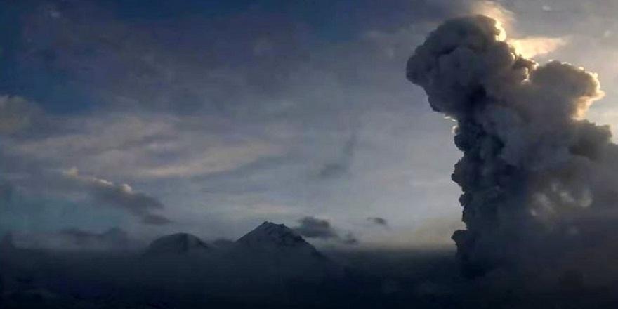 Rusya'nın en tehlikeli yanardağlarından Bezymianny Yanardağı kül püskürttü!