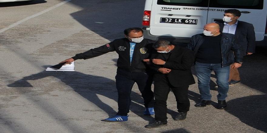 Isparta'da eşini yaralayıp kızı ile kendini balkona kapatan şahıs tutuklandı