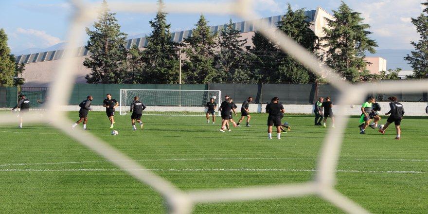 Beşiktaş hazırlıkları, Denizlispor'da sürüyor