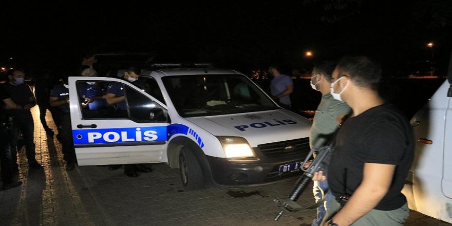 Adana'da ses bombası atan iki şahıs devriye gezen polis ekibine yakalandı