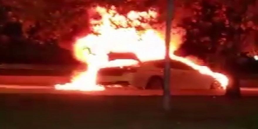 İstanbul Kartal, sahil yolunda, lüks otomobili cayır cayır yandı