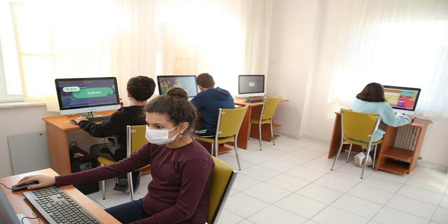 Nilüfer Belediyesinden öğrencilere bilgisayar sınıfı