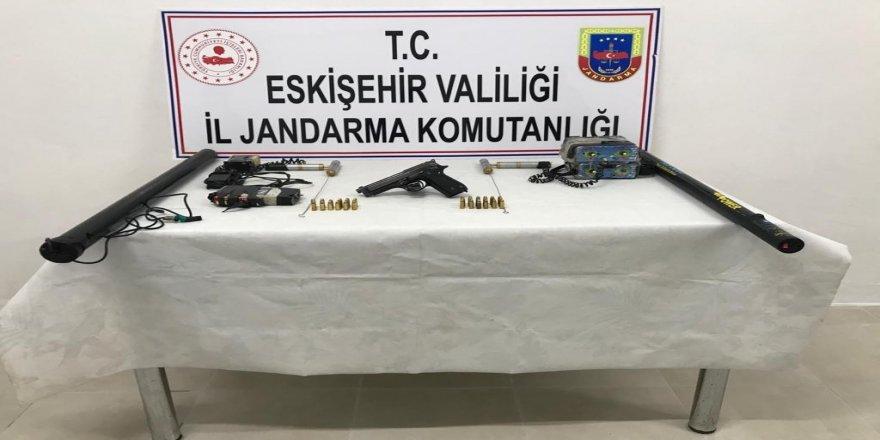 Eskişehir'de 3 kişi Kaçak kazı için araştırma yaparken yakalandılar