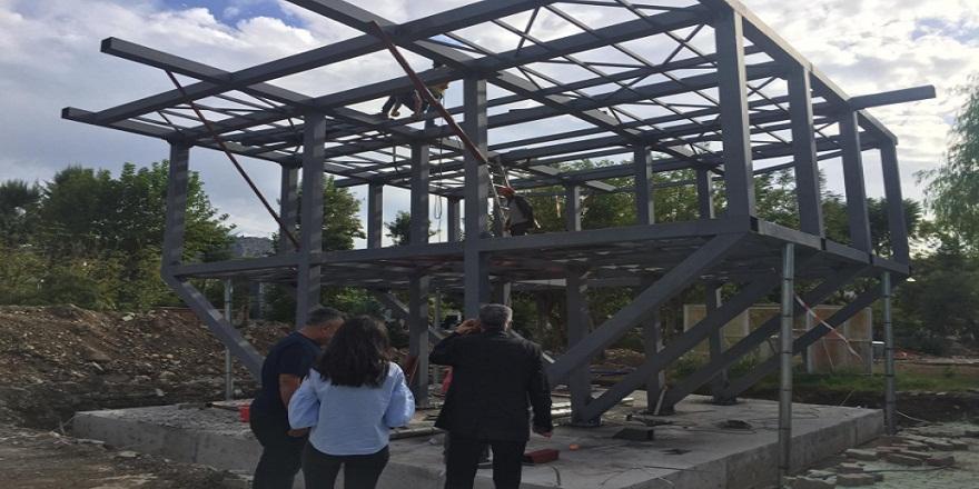 Antalya Kemer'de yapımı süren ters ev şimdiden görenleri şaşırtıyor