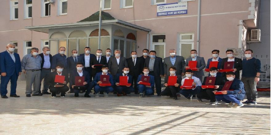 Samsun'da eğitimlerini tamamlayan 17 öğrenciye hafızlık belgeleri verildi