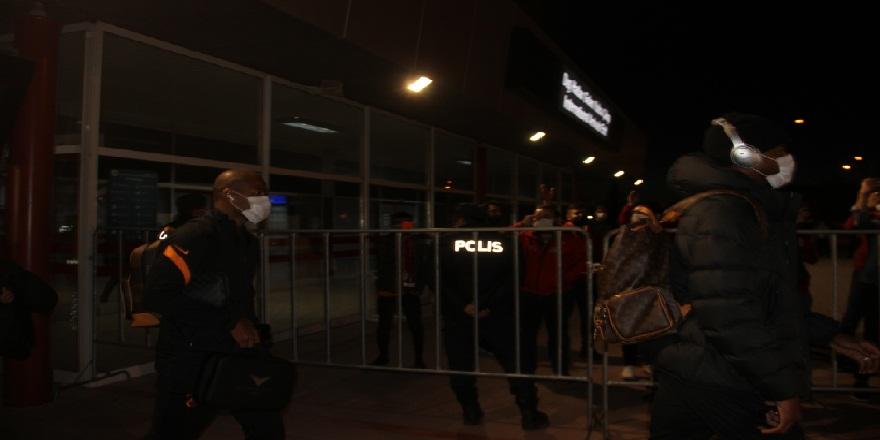 Fatih Terim başkanlığında Galatasaray kafilesi Erzurum'da