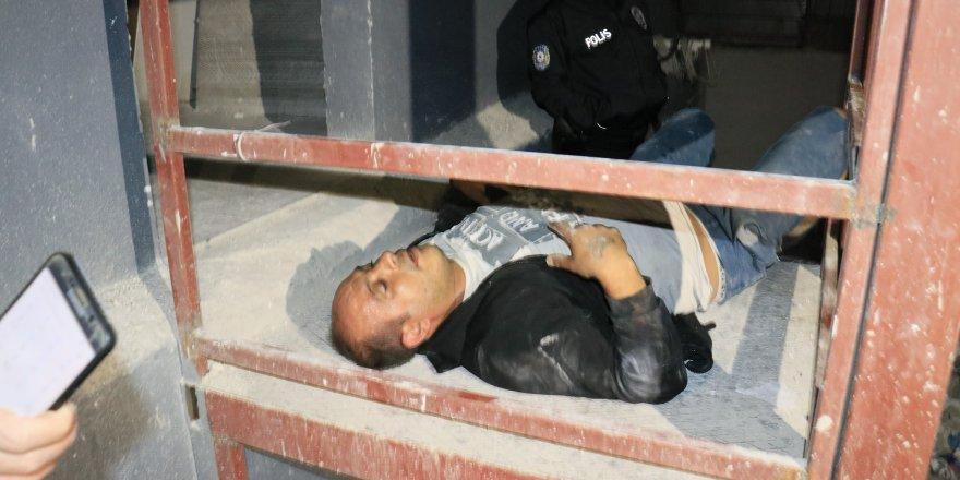 Adana'da Polisten kaçan hırsız inşaattan düşüp yaralandı