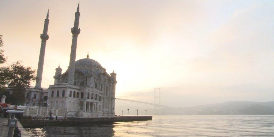 İstanbullular, sisli bir havayla uyandı