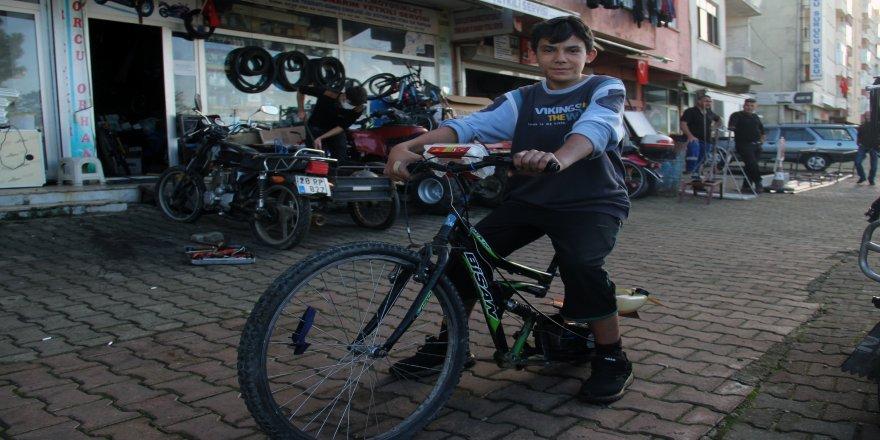 15 yaşındaki mucit'in tasarladığı, Atakan 28 plakalı olan moto-bisikleti dikkat çekiyor