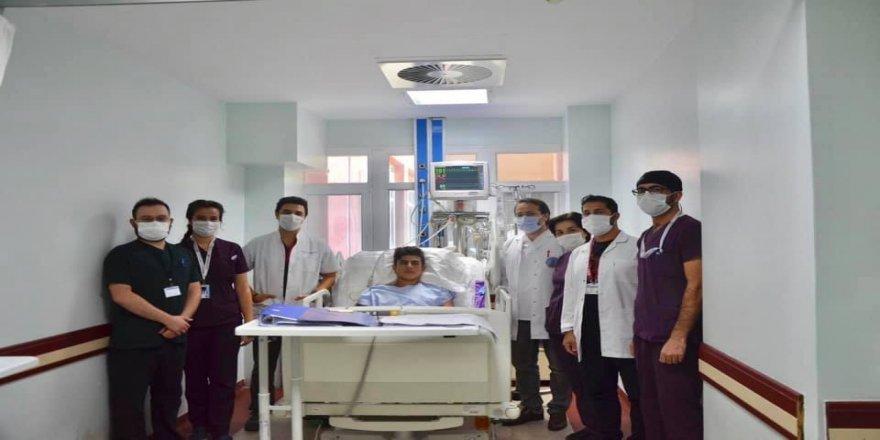 17 yaşındaki Berzan Özkaya elektrik akımına kapılıp, genç doktorların çabası ile ölümden döndü