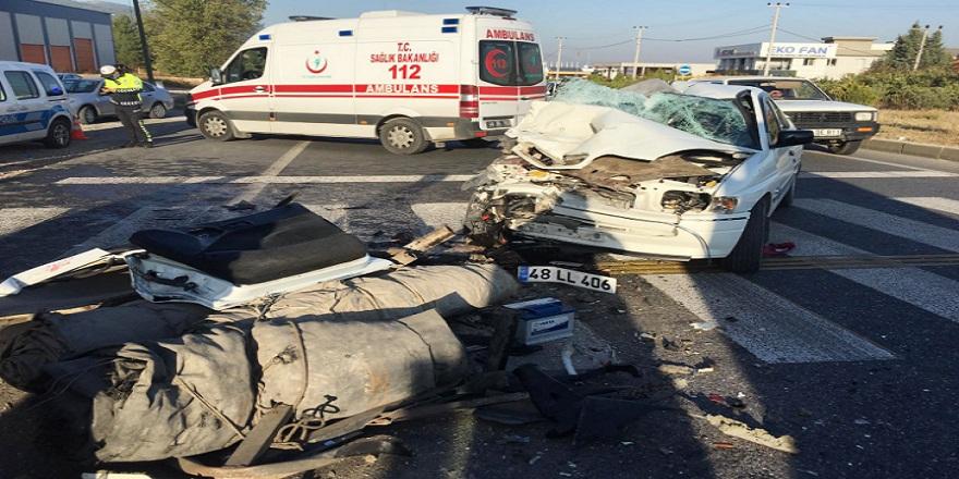 Muğla-Aydın Karayolunda otomobil tırın altına girdi 1 ölü 3 yaralı