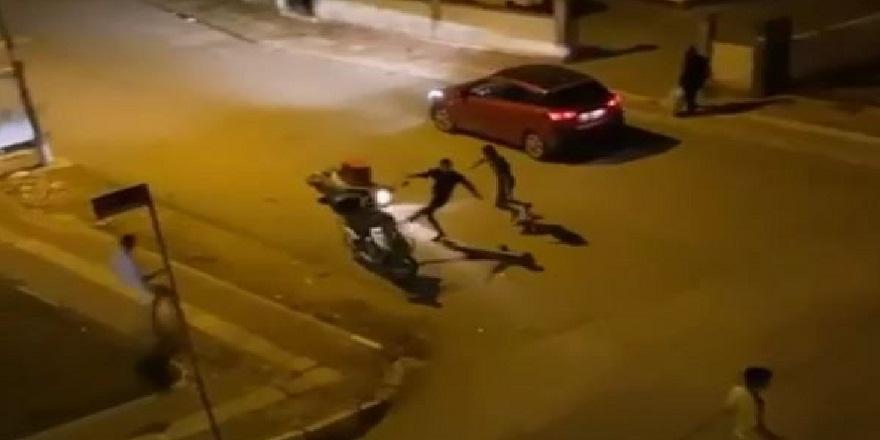 Antalya'da kavgadan kaçan genç az daha otomobilin altında kalıyordu