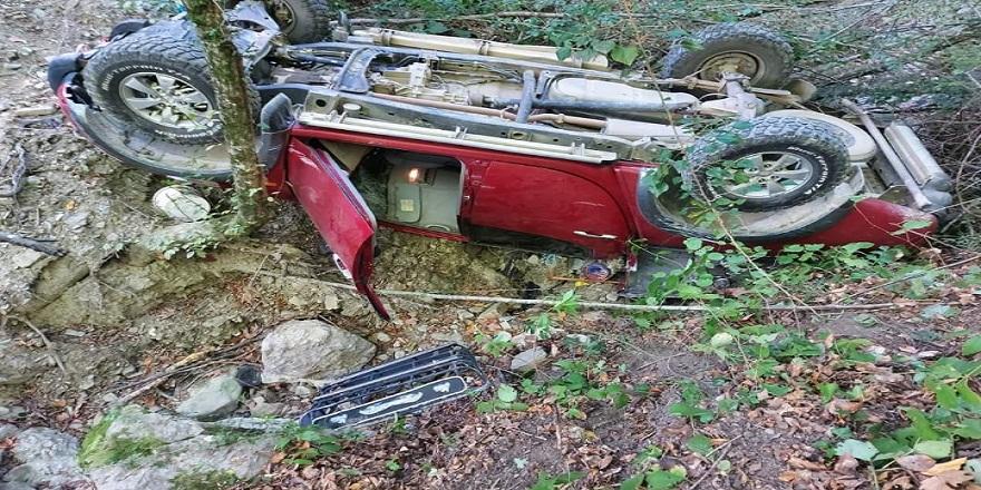 Bartın'da kontrolden çıkan kamyonet uçuruma yuvarlandı 1 ölü, 1 yaralı