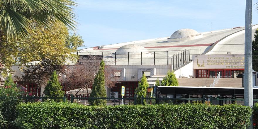 Samsun'da, intihar etmek isteyenlerin ilk uğrak yeri olan (AKM) çatısı tel örgülerle çevrildi