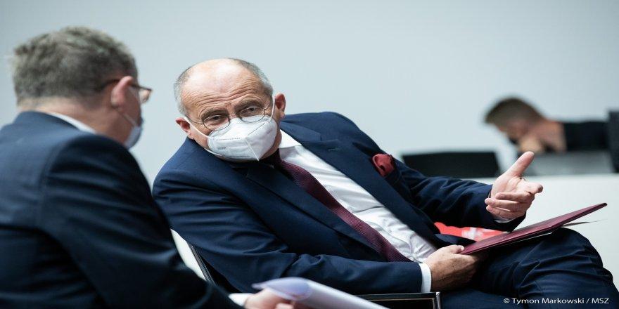 Polonya'da Dışişleri Bakanı Zbigniew Rau kendisini karantinaya aldı