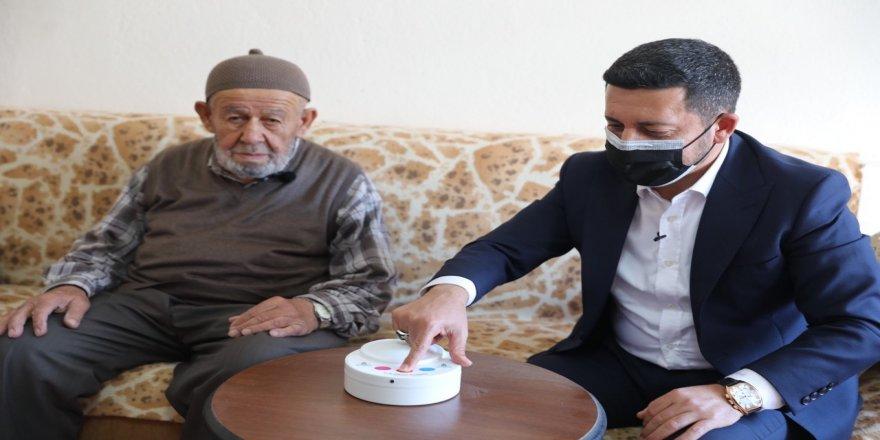 Yalnız yaşayan hasta, yaşlı ve engelli vatandaşlar için Acil Hayat Butonu