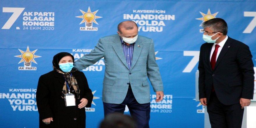 """Safiye Teyze Erdoğan'a; """"Senin damadının adı Bayraktar mıydı?"""