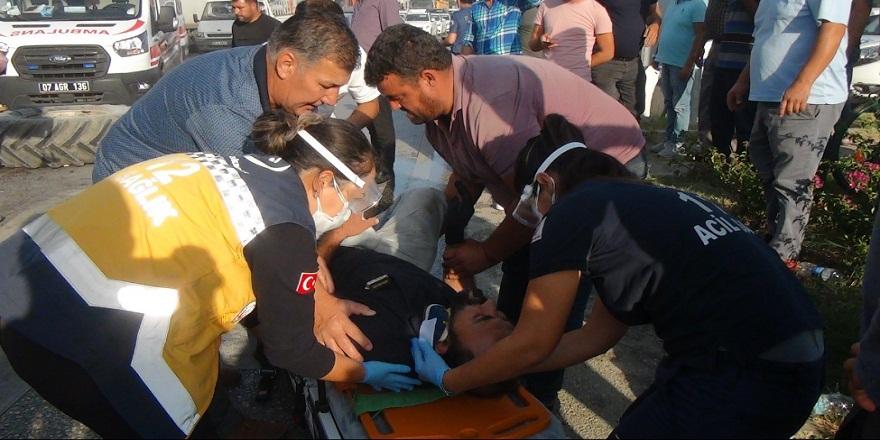 Antalya Serik'te traktör ile tur otobüsü çarpıştı 2 yaralı