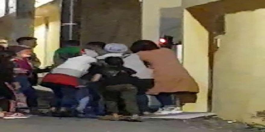 Taksim'de ki dilencilerin yer kavgası kameralara böyle yansıdı