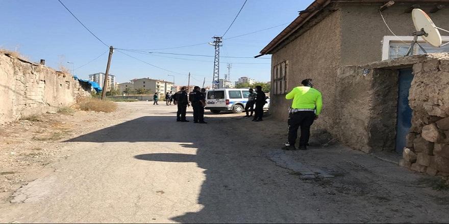 Babayı kahreden kaza! Otomobilinin arkasında duran çocuğunu fark etmeyen baba, oğlunu 25 metre sürükledi