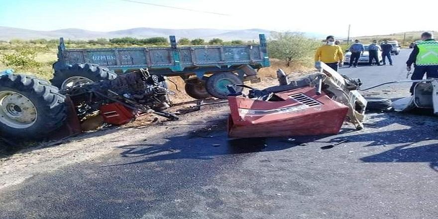 Niğde'de traktör ile otomobil çarpıştı: 2 ölü, 5 yaralı