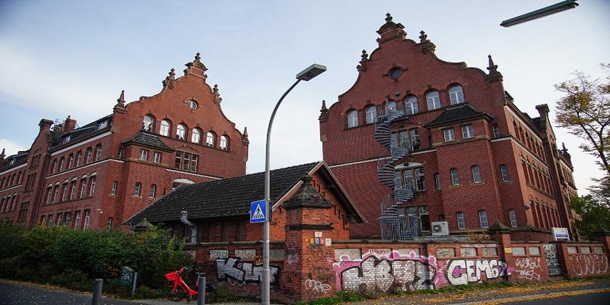 Almanya Berlin'de  Robert Koch Enstitüsü binası kundaklandı!