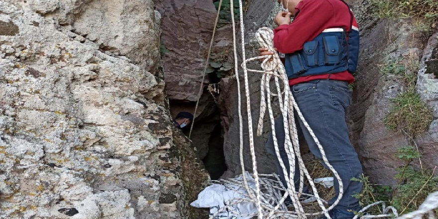 Manisa Selendi'de izinsiz kazı yapan 4 kişi jandarmaya yakalandı