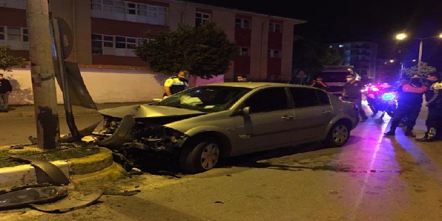 Aydın Efeler'de kontrolü kaybeden otomobil refüje çarptı! 1 yaralı