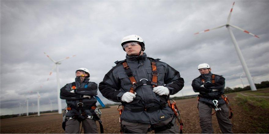 Güneş ve rüzgar enerji teknisyenleri işsiz kalmıyor