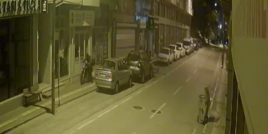 Hırsızlık değil takas! Bursa'da bir hırsız apartmanın önündeki motosikleti alıp yerine bisikletini koyup gitti
