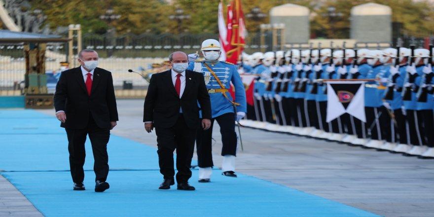 Ersin Tatar'ı, Cumhurbaşkanı Erdoğan resmi tören ile karşıladı