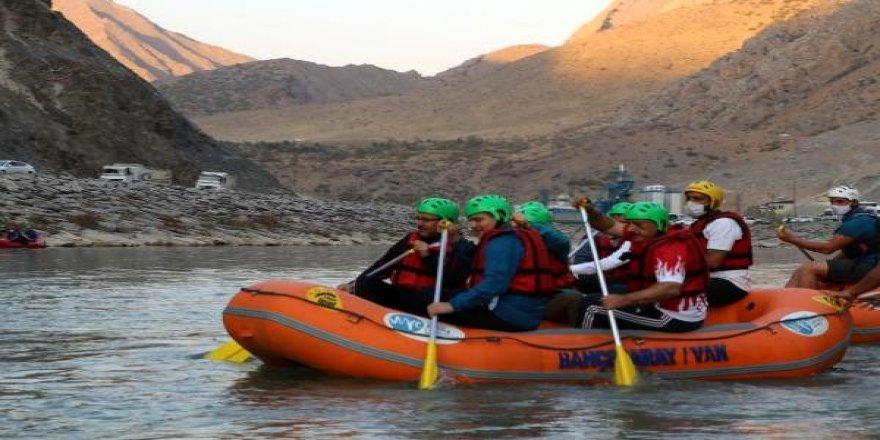 Spor Bakanı Mehmet Muharrem Kasapoğlu, rafting yaptı