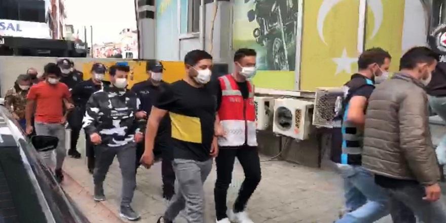 İstanbul  Çekmeköy'de düğün konvoyunda trafikte terör estiren 14 kişi gözaltına alındı