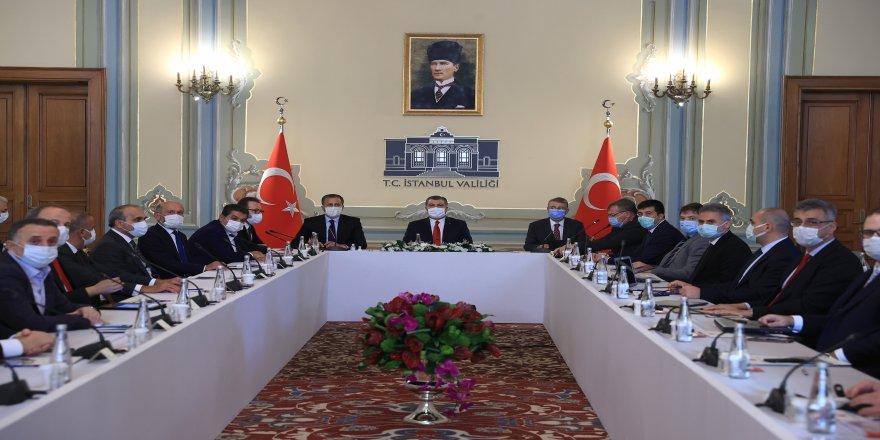 Sağlık Bakanı Fahrettin Koca, İstanbul'da yerel yöneticilerle bir araya geldi